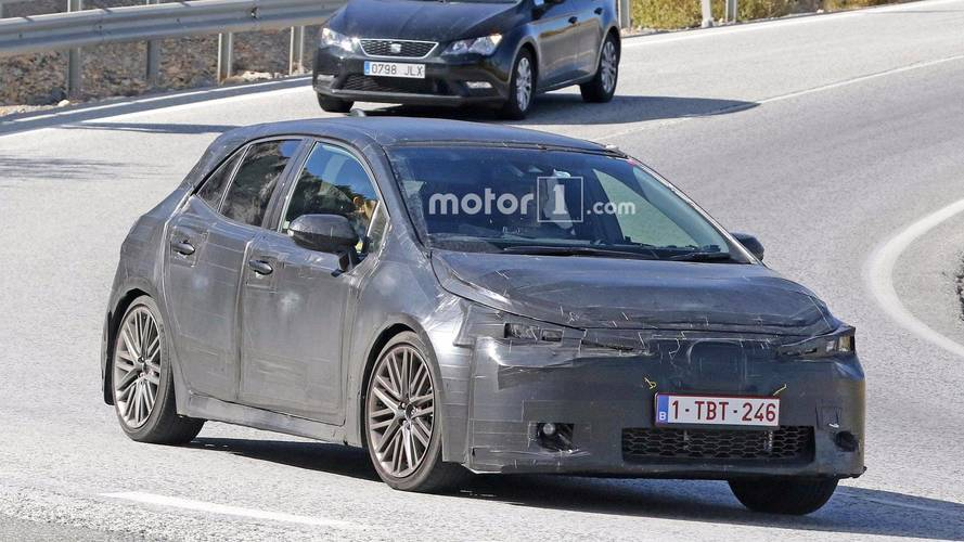 Toyota Spied Testing Next Auris, Style May Hint At New Corolla