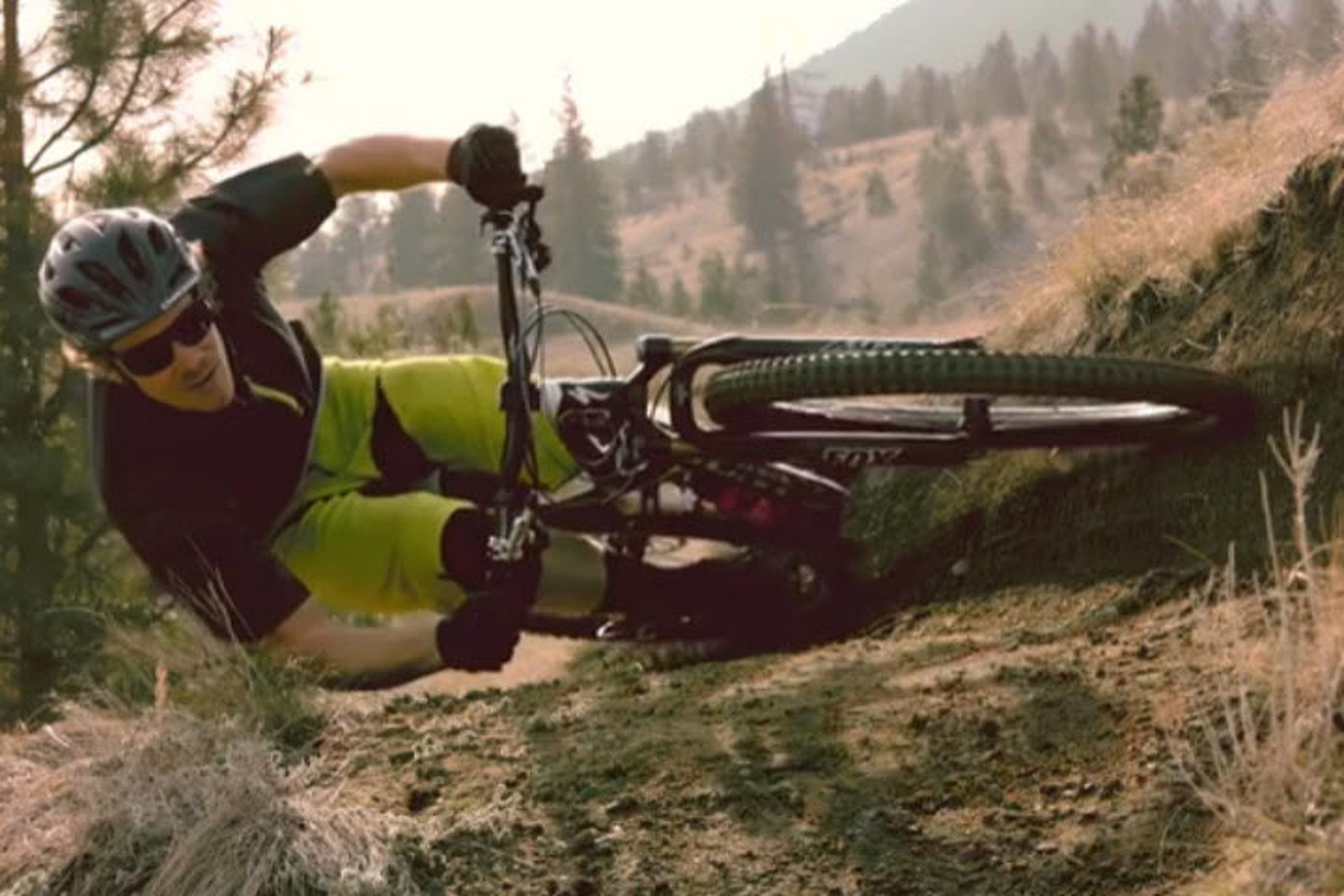 Super-Slo-Mo Video of Mountain Biker Matt Hunter is Amazing