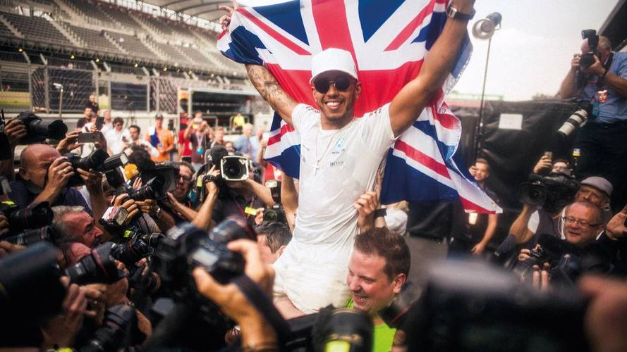 Lewis Hamilton clears out social media accounts after criticism