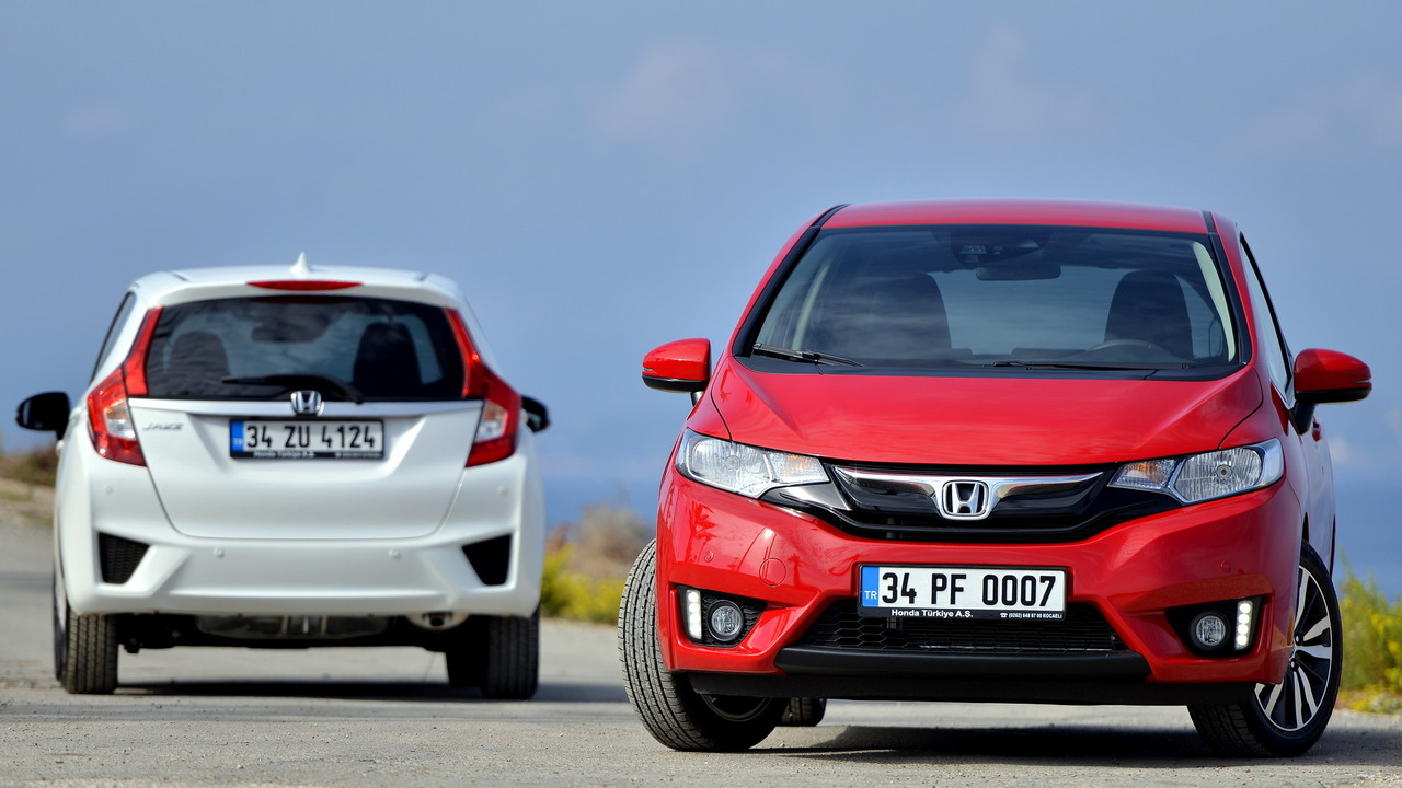 15- Honda Jazz Premium