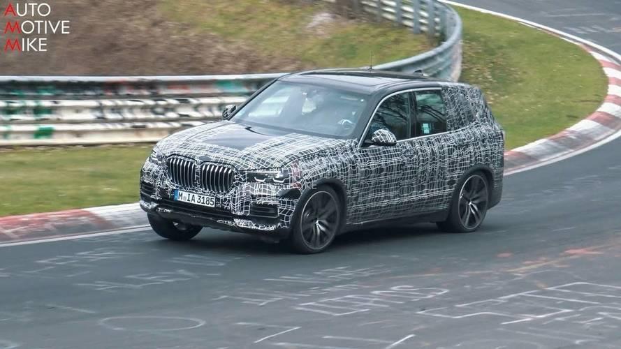 Yeni BMW X5'in Nürburgring'de turlamasını izleyin