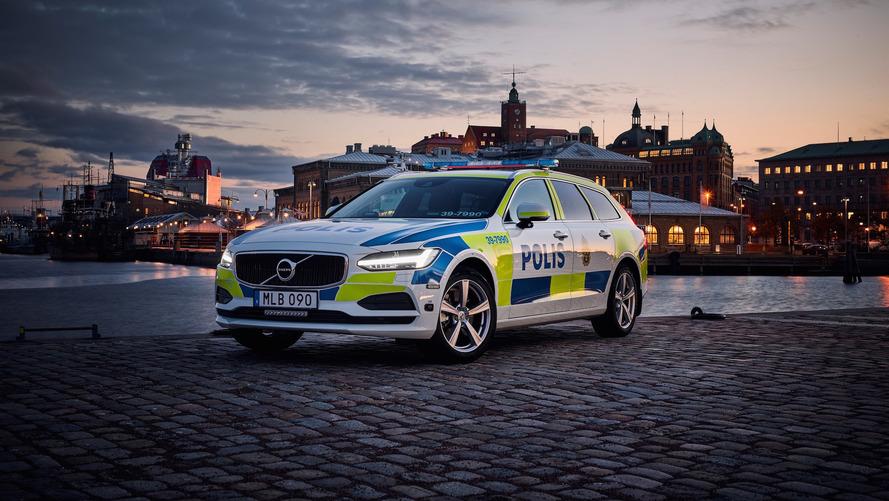 Polis üniforması giyen ilk Volvo V90