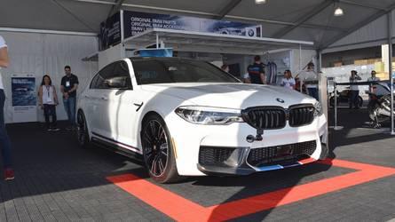 2018 BMW M5 SEMA için M Performance giysilerini giydi