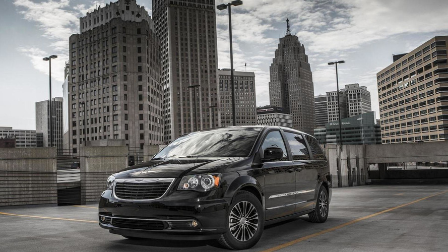 Chrysler still debating which minivan to axe - report