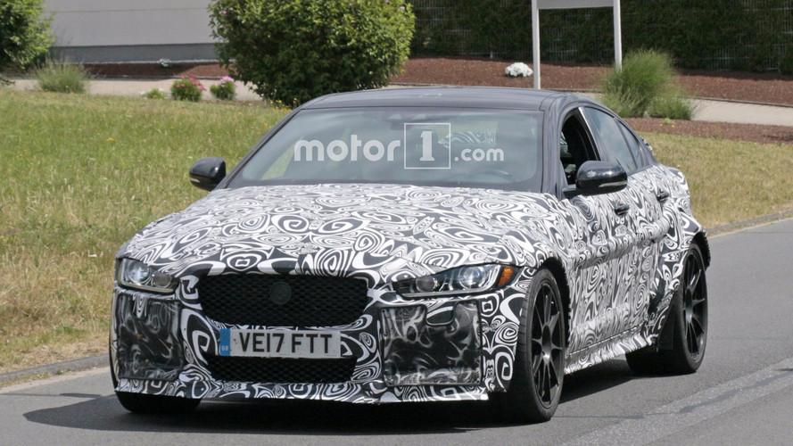 Güçlü bir Jaguar XE kameralara yakalandı
