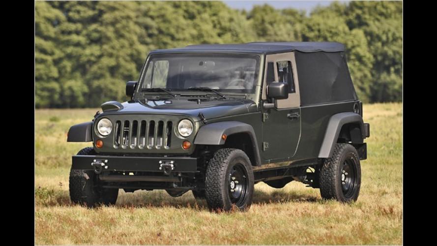 Jeep J8: Der Packer aus dem Camp gibt den Gewichtheber