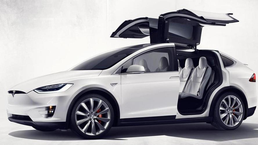 Tesla, Model X'e takla