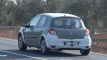 2013 Renault Clio mule spied 15.02.2011