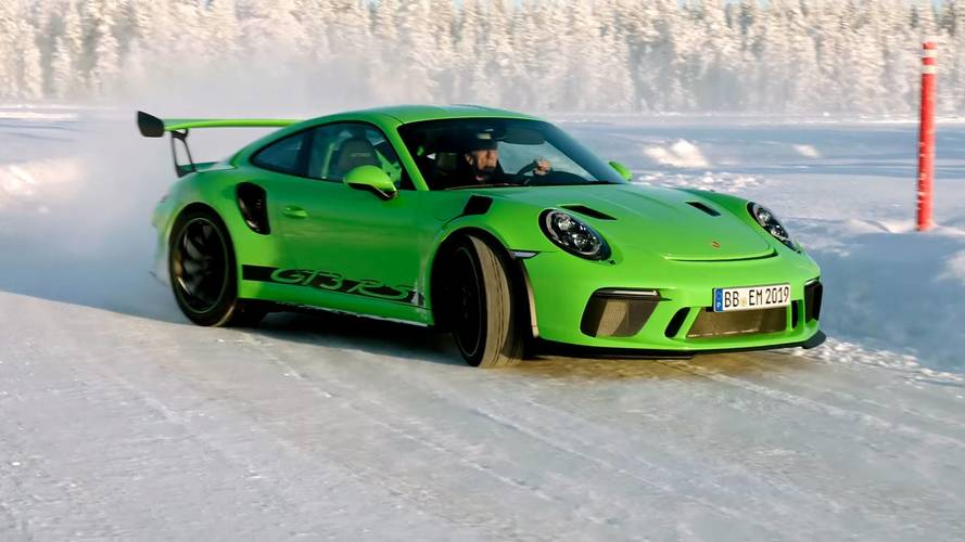 Porsche 911 GT3 RS'in buz üzerinde drift'ini izleyin