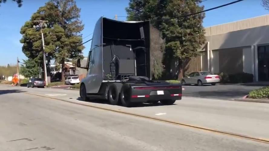 VIDÉO - Le Tesla Semi accélère mieux que les petites sportives