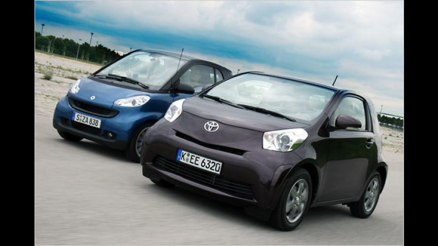 Duell der beiden Kleinsten: Smart Fortwo gegen Toyota iQ