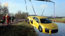 Audi R8 nehire düştü