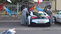 BMW i8 Nuns