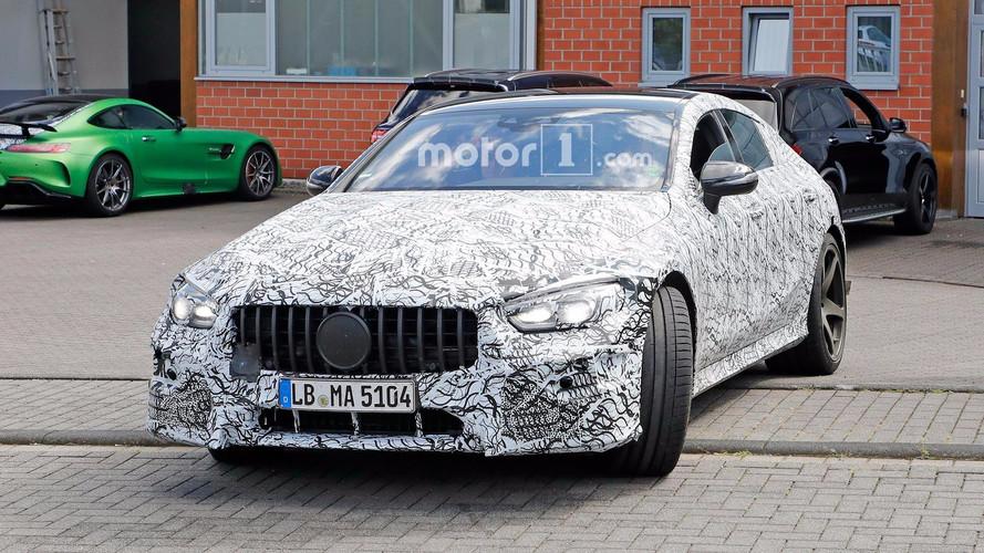 Mercedes-AMG'nin yeni sedanı kamuflajı azaltmış