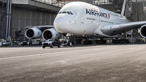 Porsche Cayenne S Diesel pulls Airbus A380
