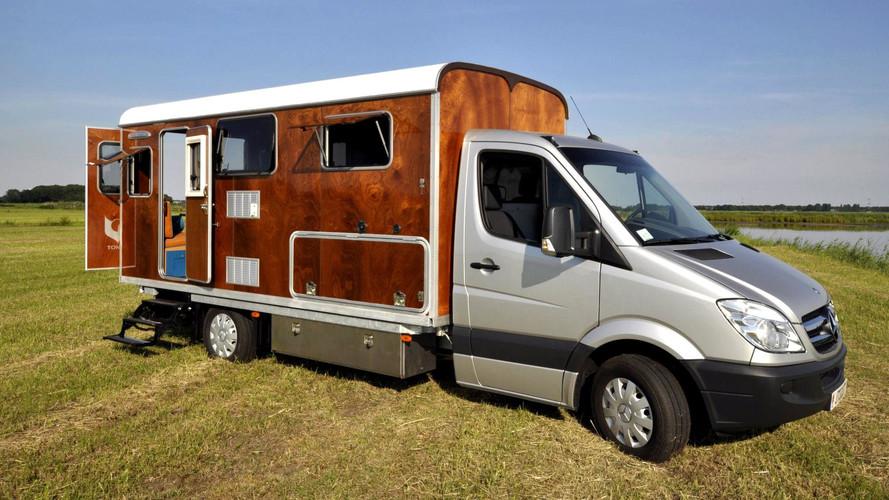 Mercedes Sprinter'a ahşap kamp aracı uygulaması