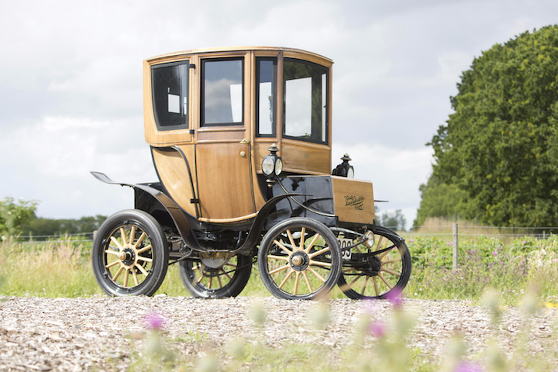 One of the World\'s Oldest Electric Vehicles Sold For $95,000 at Auction
