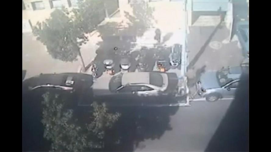 VÍDEO: Carro é rebocado de estacionamento proibido... que não era proibido!