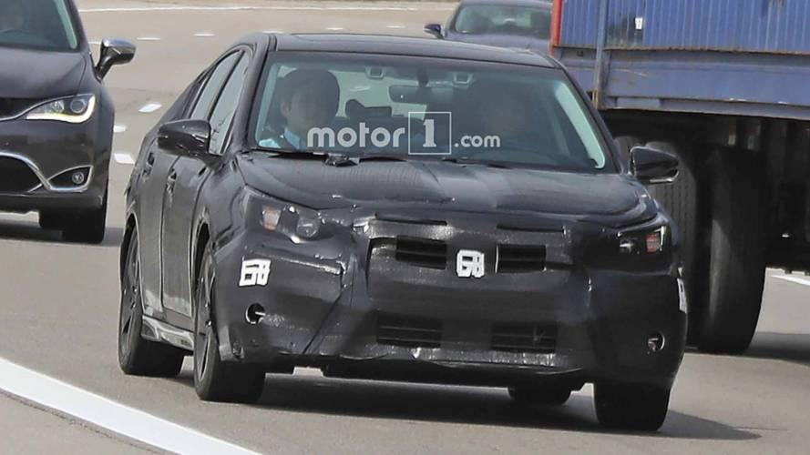 Yeni nesil Subaru Legacy, ağır kamuflaj altında görüntülendi