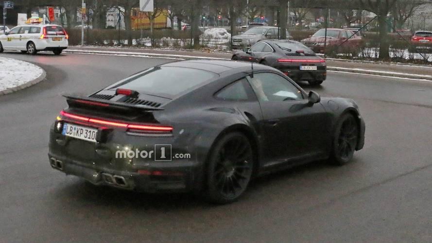 Yeni Porsche 911 Turbo sabit arka kanatla görüldü