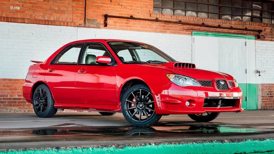Baby Driver filmindeki kırmızı Subaru'lardan biri daha satılıyor
