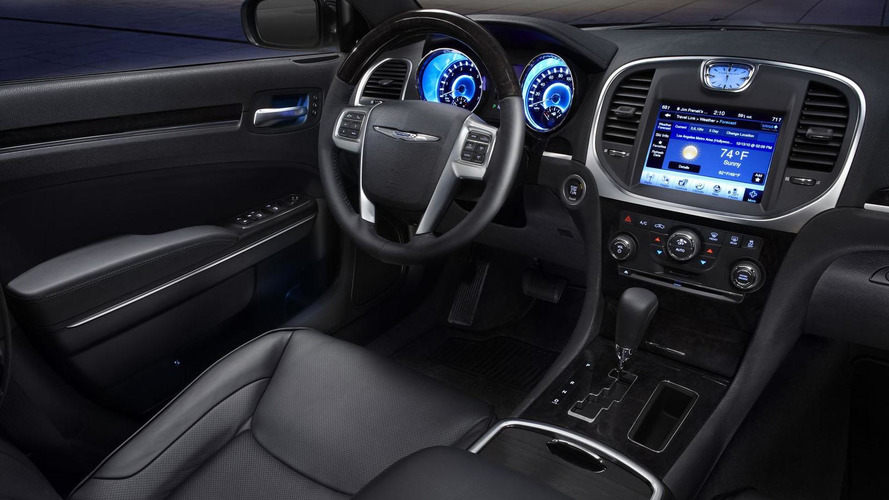 2011 Chrysler 300 charges into Motown [video]