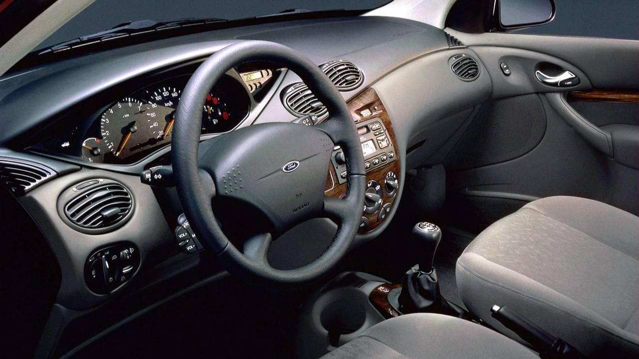 1998-2001 Ford Focus Ghia Hatchback