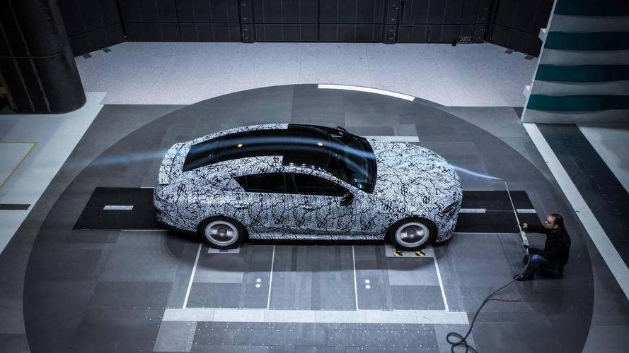Mercedes-AMG GT Coupe aerodinamik hünerlerini sergiliyor