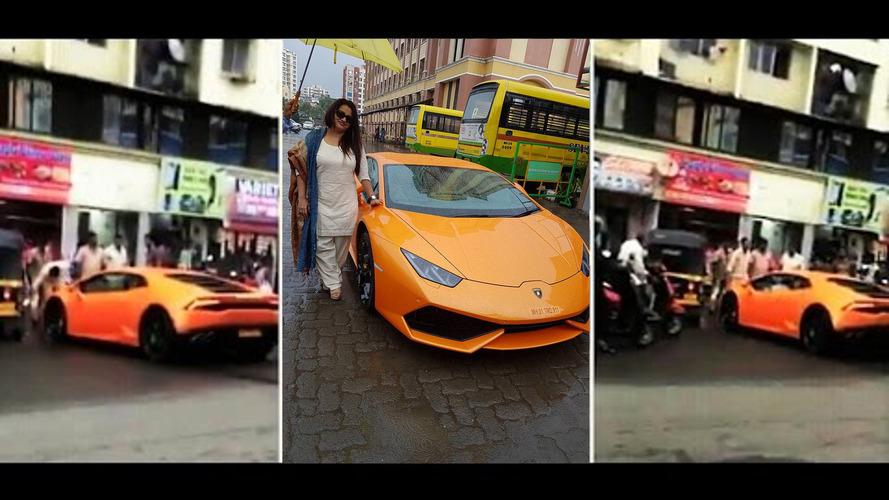 Hint politikacının eşi, Lamborghini'sini çarpıyor