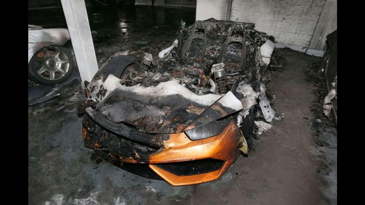 Lamborghini ve iki Rolls-Royce saldırı sonrası yandı