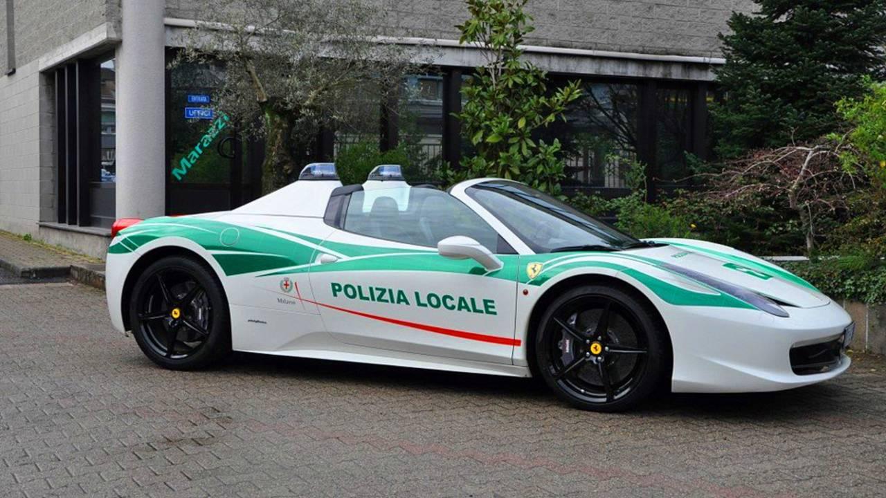 Полицейский автомобиль Ferrari 458 Spider