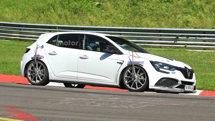 Renault Megane RS Trophy, Nürburgring'de test edilirken yakalandı