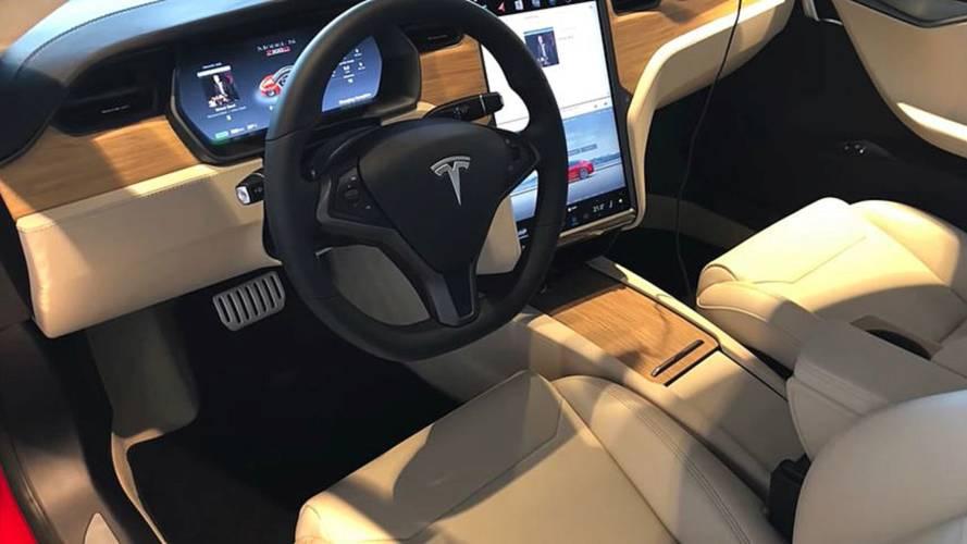 Tesla'nın yenilenmiş kabinine yakından bakın