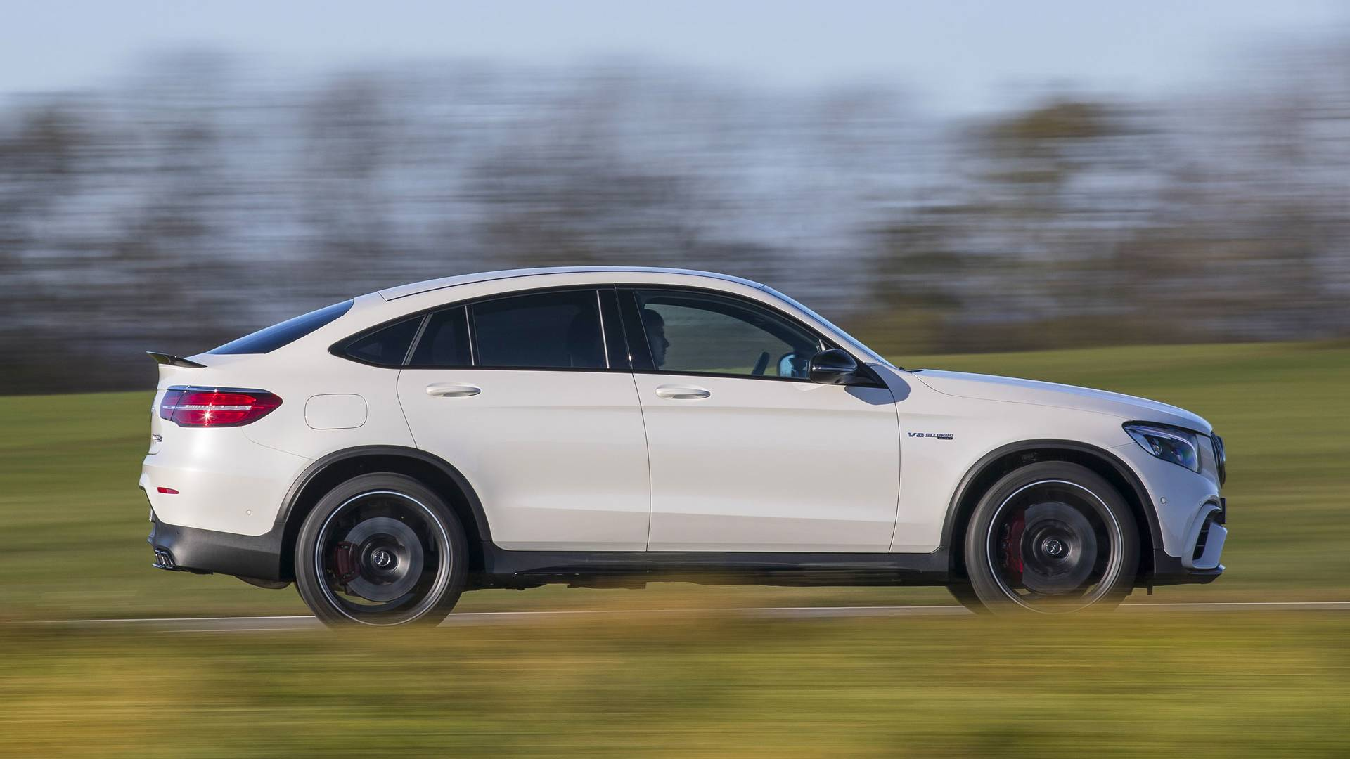 https://icdn-0.motor1.com/images/mgl/EobkR/s1/2018-mercedes-amg-glc63-coupe-first-drive.jpg