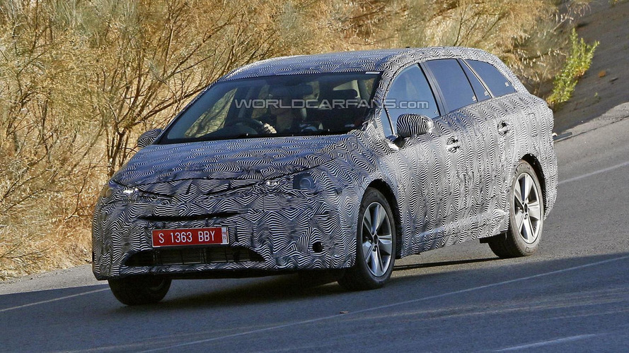 2016 Toyota Avensis spied for first time