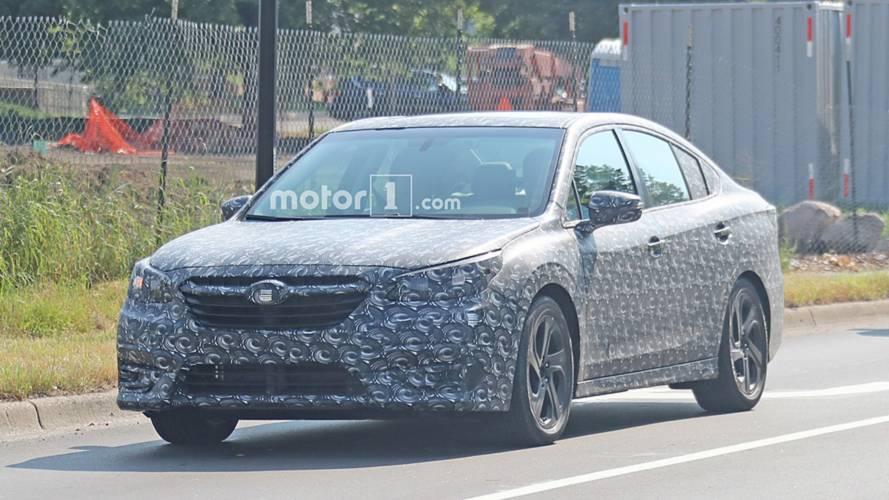 Subaru, yeni nesil Legacy'nin kamuflajlarından kurtulmaya başladı