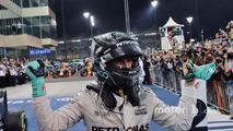Nico Rosberg, Mercedes AMG F1 şampiyonluğunu kutluyor