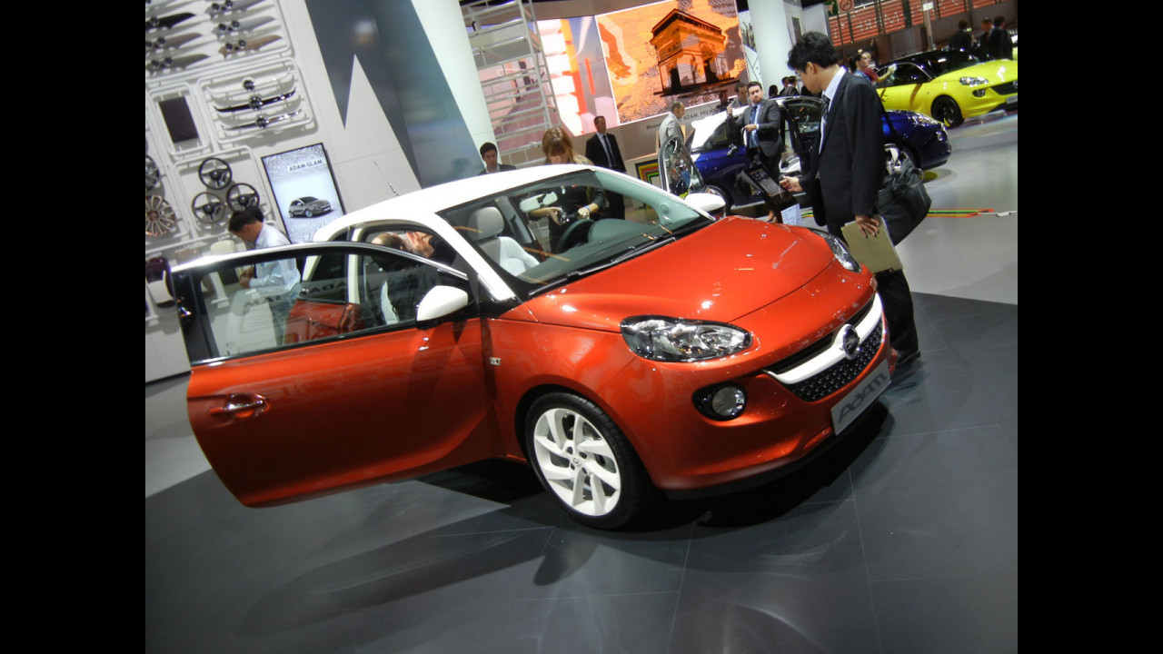 L'Intellilink di Opel Adam al Salone di Parigi 2012