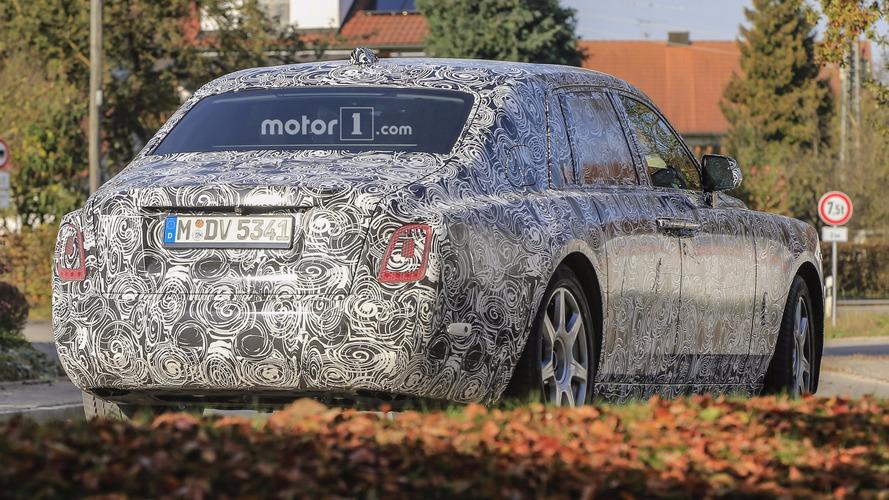 2018 Rolls-Royce Phantom kamuflaja rağmen şık görünüyor