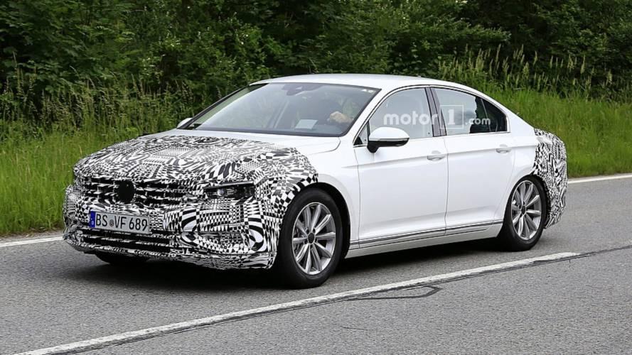 Flagra: VW Passat reestilizado aparece pela primeira vez em testes