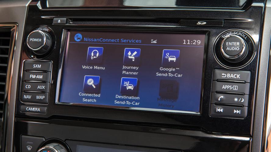 Sürücülerin çoğu yerleşik navigasyon yerine telefonlarını kullanıyor