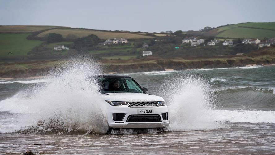 Range Rover Sport PHEV Profesyonel yüzücülerle yarışıyor