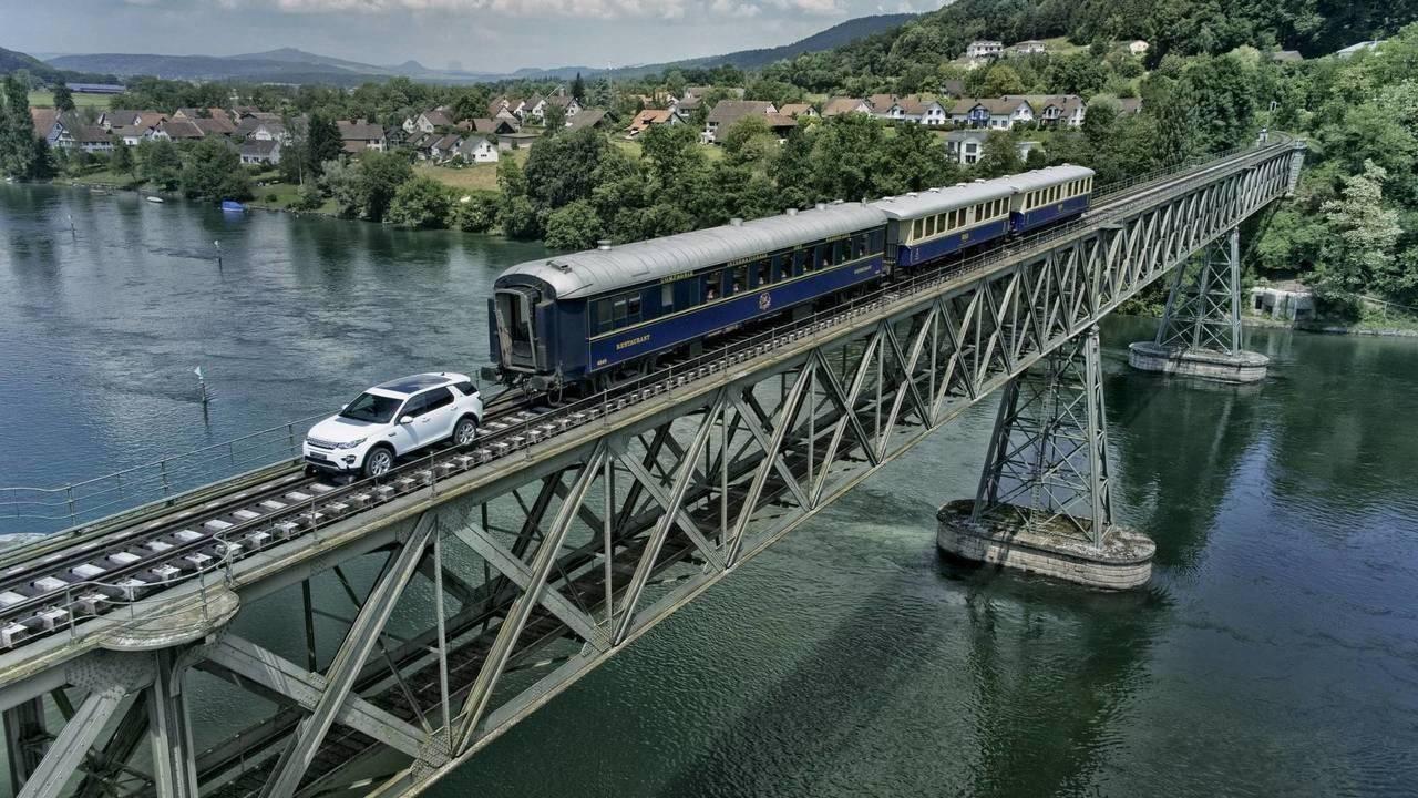 Land Rover Discovery Sport puxa trem de 100 toneladas