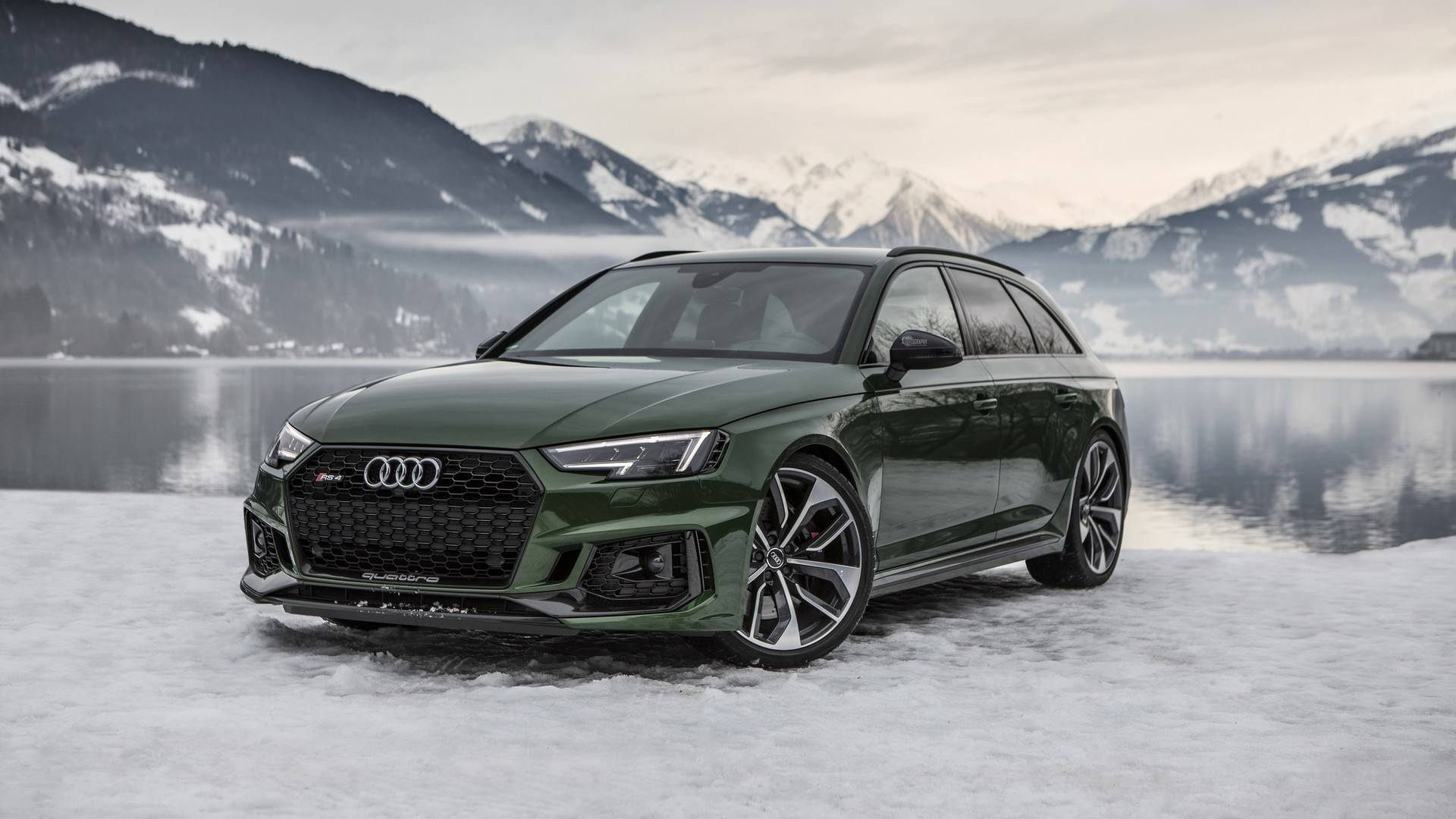 Audi RS4 Avant Flaunts Sonoma Green Paint In A Winter Wonderland