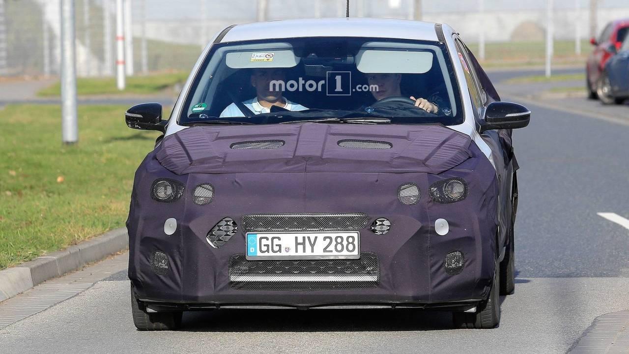 Hyundai i20 Facelift New Spy Photos