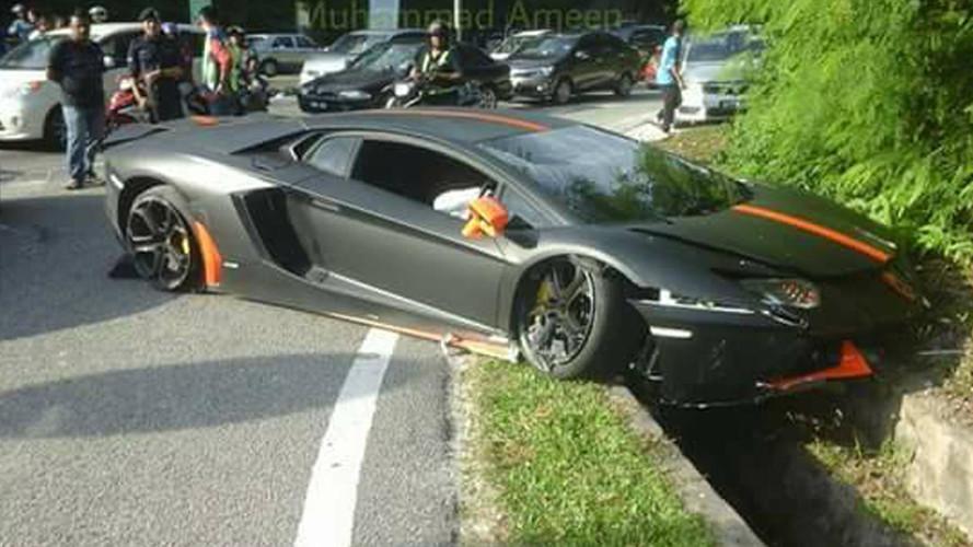 Cette Lamborghini Aventador termine dans un très mauvais état