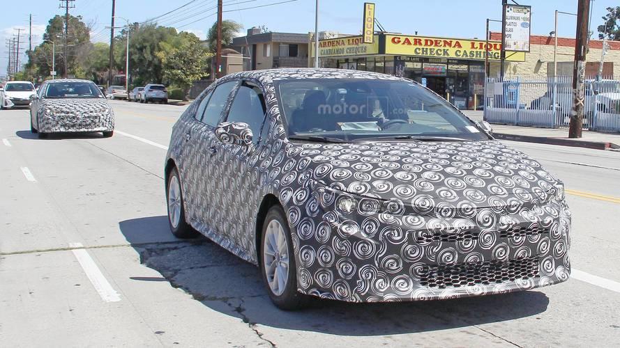 Toyota confirma planos para versões híbridas de Corolla e Hilux na América Latina