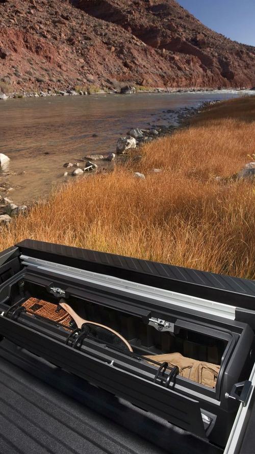Hummer Goes Off-Road at SEMA