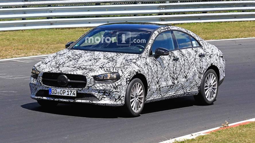 Yeni jenerasyon Mercedes CLA'nın farklı versiyonları görüntülendi