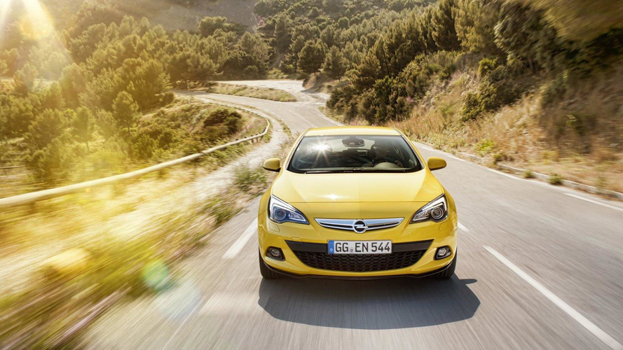 Opel / Vauxhall Astra GTC revealed in detail [video]